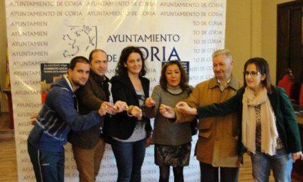 """Prado Plantel entrega el premio de 5.000 euros en el sorteo de la campaña """"Coria, comercio y vida"""""""