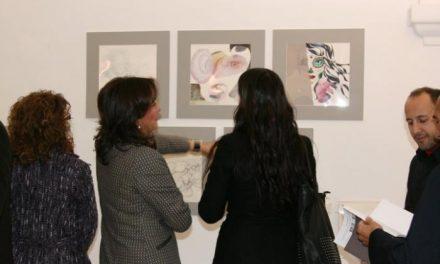 La Asamblea acoge hasta el 28 de enero una exposición que une la creatividad humana y los algoritmos
