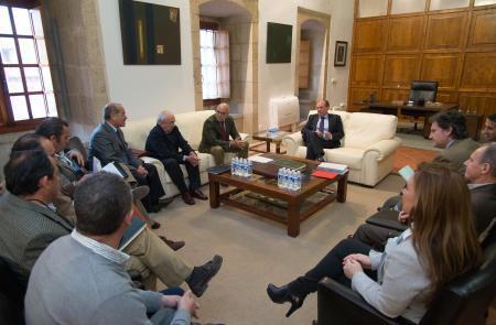 La Junta de Extremadura muestra su apoyo a los regantes ante la subida de las tarifas eléctricas