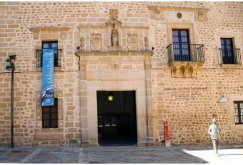 El Complejo Santa María de Plasencia acoge una muestra con las obras del XVI Certamen de Artes Plásticas
