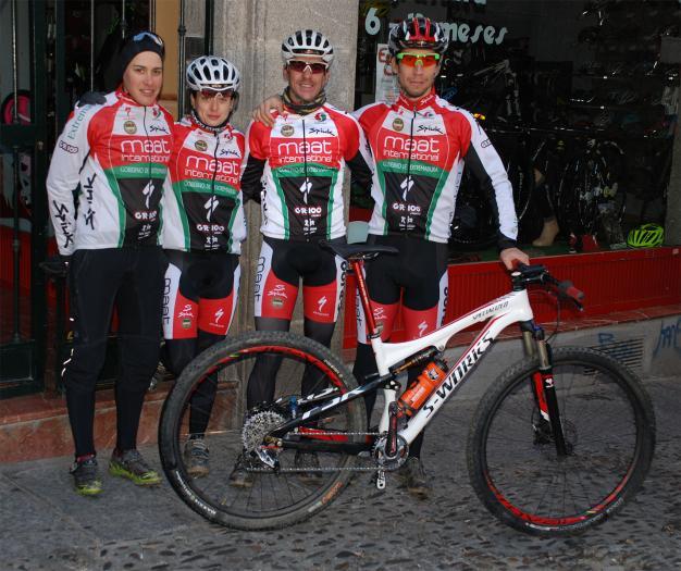 Los ciclistas del Extremadura MTB Team se concentran en Monfragüe antes de iniciar este domingo la competición