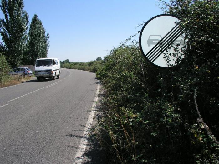 El Ayuntamiento de Coria comienza la limpieza y desbroce de las cunetas de la carretera Ex-109