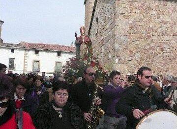 El Ayuntamiento de Moraleja ofrece una exposición de trajes regionales con motivo de las fiestas de San Blas