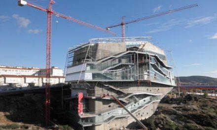 Nogales se compromete en Plasencia a dotar de contenidos al futuro Palacio de Congresos de la ciudad