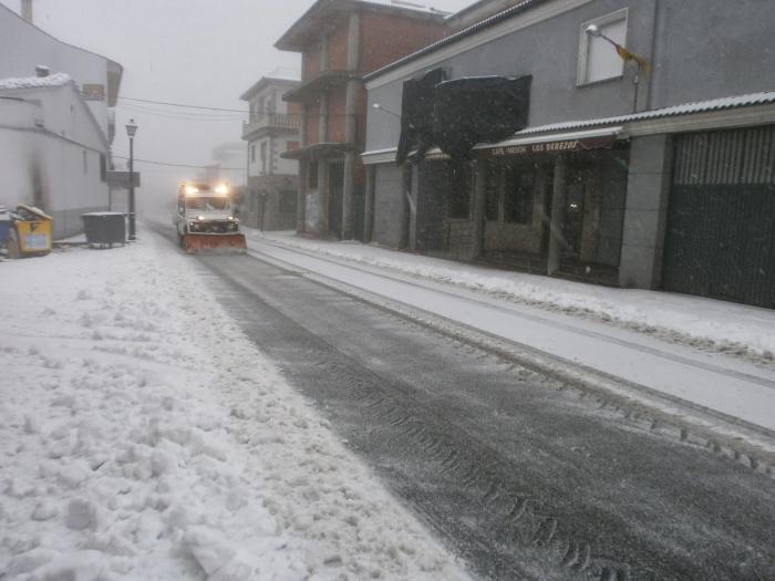 Piornal exige a Diputación que la máquina quitanieves esté en el pueblo antes de que se inicie el temporal