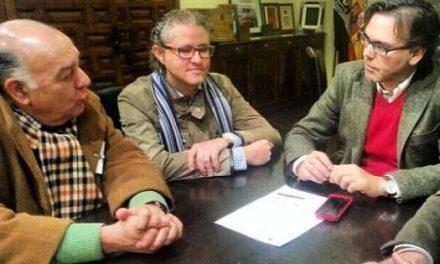 Ceber Tauro presenta al Ayuntamiento de Plasencia los preparativos de la feria taurina del 2014