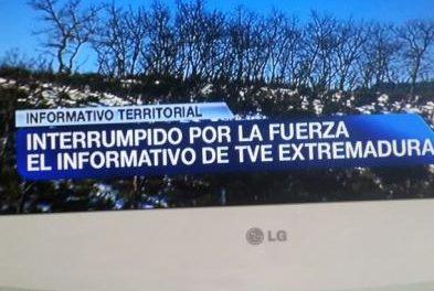 Miembros del Campamento Dignidad interrumpen el informativo regional de TVE en Extremadura