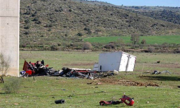 El camionero que perdió la vida en el viaducto del Almonte cayó al precipicio desde más de 40 metros