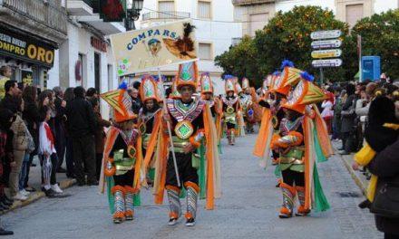 Valencia de Alcántara cierra los preparativos del Carnaval con los concursos de disfraces y comparsas