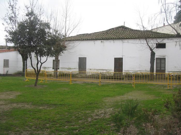 El consistorio de Moraleja refuerza el vallado del patio del Joaquín Ballesteros para garantizar la seguridad