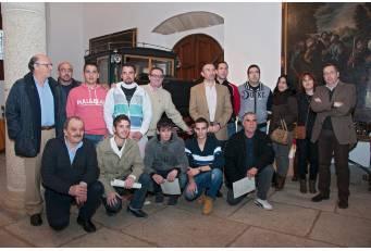 Cáceres acoge una exposición con trabajos de un taller de talla y restauración para desempleados de Ceclavín