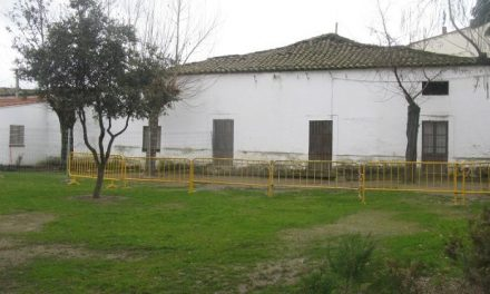 Educación garantiza la seguridad en el patio del colegio Joaquín Ballesteros de Moraleja