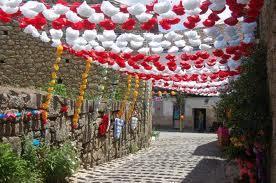 Más de 10.000 flores de papel decorarán las calles de Rincón del Obispo del 25 al 27 de abril