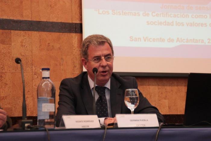 El director de Cicytex invita a productores y gestores de terrenos adehesados a plantear su problemática