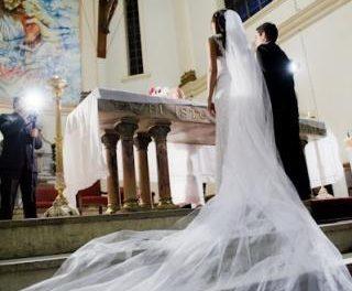 Casarse en Extremadura cuesta una media 17.537 euros según un estudio de la Unión de Consumidores