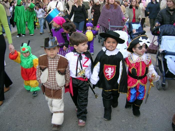 """Valencia de Alcántara cierra el programa de Carnaval con el """"Domingo de Piñata"""" para los más pequeños"""