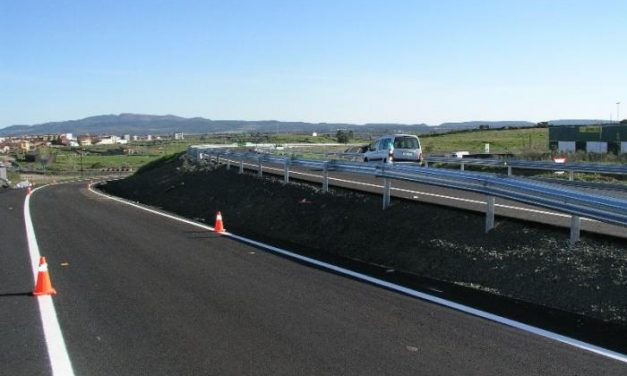 La consejería de Fomento abre al tráfico la carretera Ex-109 entre el enlace de la A-66 y el cruce de Portaje