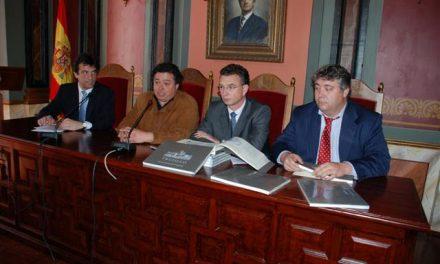 """Presentan el libro """"Paisajes urbanos de Extremadura: Trujillo"""", que refleja la evolución de la ciudad"""