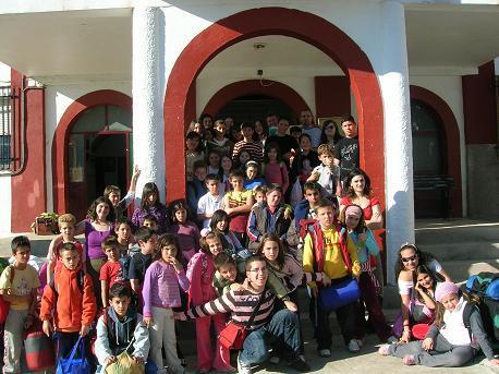 El Albergue de la Casa de Misericordia de Alcuéscar acoge un acto con niños de Cáceres y Sierra de Fuentes