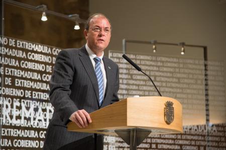 El Gobierno de Extremadura lamenta el fallecimiento del expresidente Adolfo Suárez