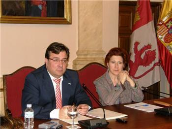 Fernández Vara apoya la celebración del festival Womad en Cáceres y confía en que se celebre en la ciudad