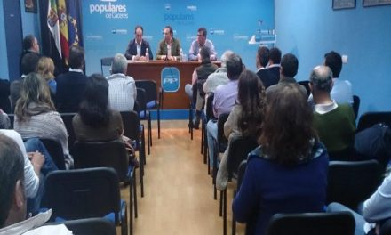 """El PP pide que los cacereños """"se involucren"""" en las elecciones europeas para «seguir en buena dirección»"""