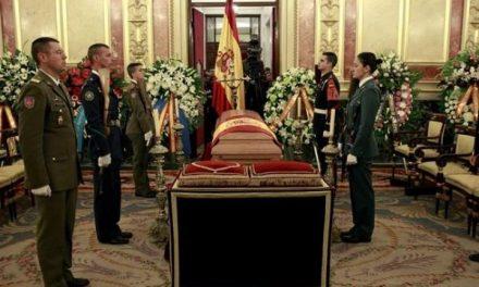 Los grupos parlamentarios apoyan la propuesta de conceder a Suárez la Medalla de Extremadura