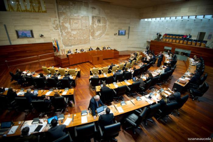 El Parlamento aprueba una declaración institucional de reconocimiento público a Adolfo Suárez