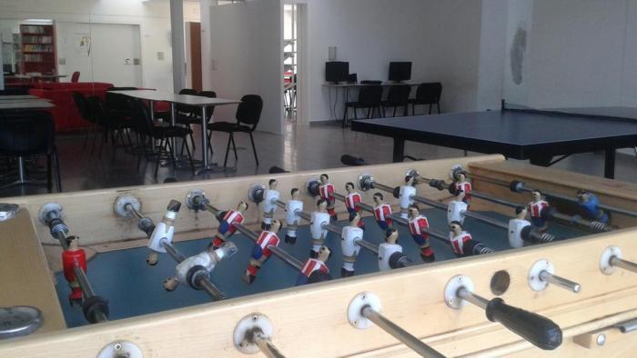 El centro cultural y juvenil de Valencia de Alcántara acogerá este sábado un taller de manualidades con cartón
