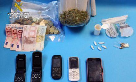 La Guardia Civil desmantela un punto de venta de drogas en la localidad cacereña de Ceclavín