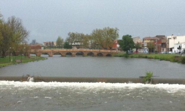 Las precipitaciones de las últimas jornadas producen una crecida en el Rivera de Gata a su paso por Moraleja