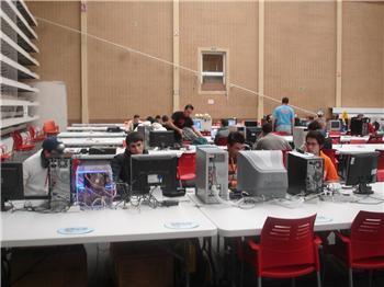 """La nueva edición de """"Xtrelan"""", la campus-party de Cáceres, reúne en el campus a unos 300 jóvenes"""