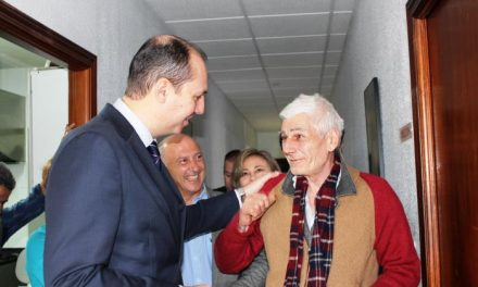 Carrón ensalza la acción social de Cáritas, que recibirá 694.494 euros para atender a personas sin hogar