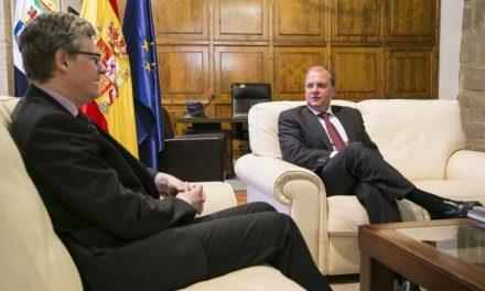 El presidente Monago recibe al comisario europeo de Empleo, Asuntos Sociales e Inclusión