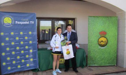 La deportista moralejana Paula Josemaría gana la tercera prueba de la Federación de Pádel