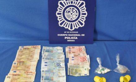 Policía Nacional detiene a cinco personas en Cáceres y Mérida por tráfico de estupefacientes