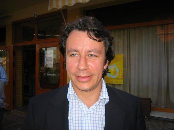 Carlos Floriano renunciará a su acta de diputado regional pero seguirá como presidente regional hasta final de año