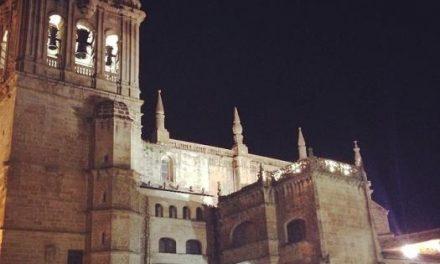 Los alumnos del taller de electricidad Aprendizext mejoran la iluminación de la catedral de Coria