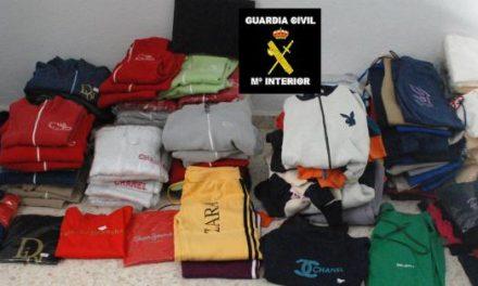 La Guardia Civil detiene a dos personas en Montijo y en Villar del Rey con más de 200 objetos falsificados