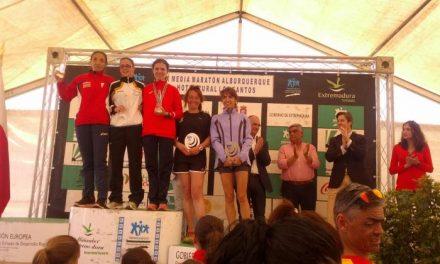 El portugués Bruno Paixao y la sanvicenteña Tania Carretero gana la IX Media Maratón de Alburquerque