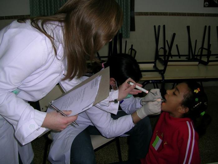 Un total de 394 niños del Área de Salud de Coria se beneficiarán en el 2008 de la atención bucodental básica