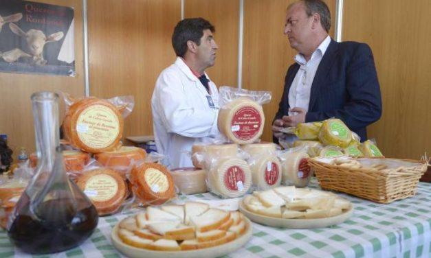 El presidente José Antonio Monago visita la XXIX edición de la Feria Nacional del Queso de Trujillo