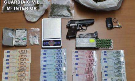 La Guardia Civil detiene a dos personas en Perales del Puerto por un delito de tráfico de drogas
