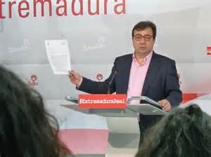 El socialista Guillermo Fernández Vara asegura que no va a dimitir si no gana la moción de censura