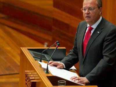Monago sale fortalecido tras el fracaso de la moción de censura del socialista Fernández Vara
