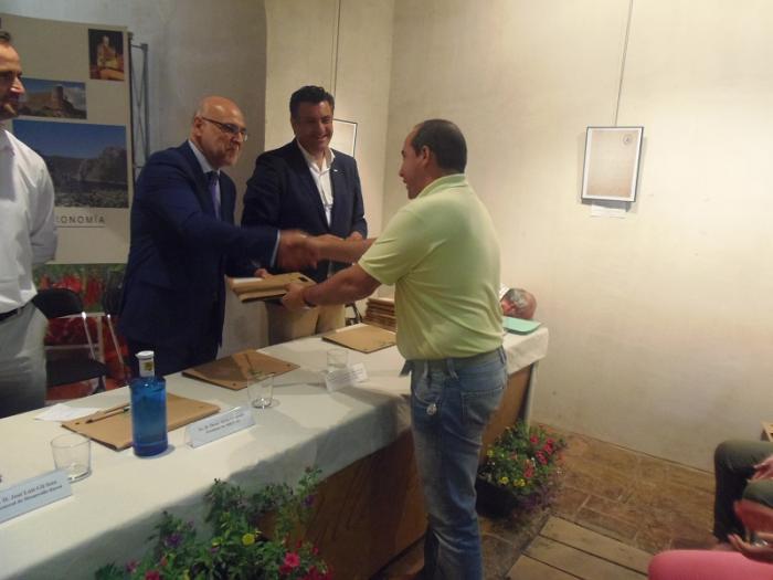 Echávarri entrega 28 contratos de ayudas en Coria y destaca la gran labor de los Grupos de Acción Local
