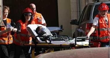 Los bomberos de Badajoz rescatan a una mujer y su hijo en un aparatoso incendio en el centro