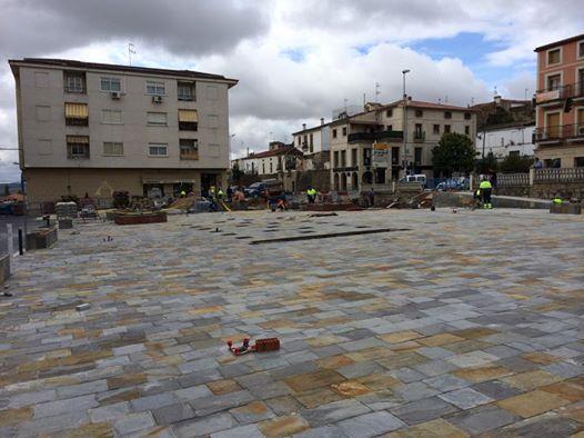 El Ayuntamiento de Coria continúa con los trabajos de remodelación de la Plaza de la Paz