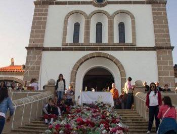 La ofrenda floral a la Virgen de los Remedios de Valencia de Alcántara congrega a cientos de personas