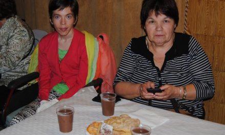 Mujeres de Rocamador recaudan 1.000 euros para ayudar a una joven de Valencia de Alcántara